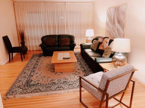 Edmonton Alberta Parkview flat that sleeps 4 people.