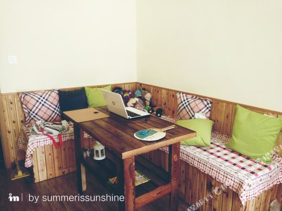 Summer Is Sunshine Hostel Qd