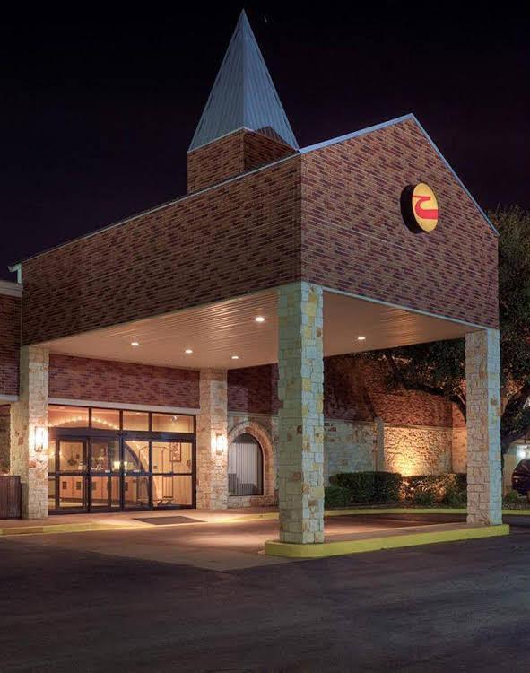 Gallery image of Clarion Inn Near Baylor University