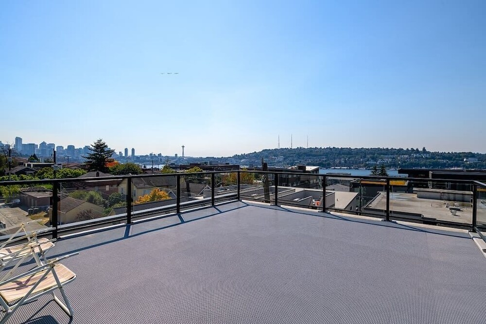 A Seattle Urban Village Guemes Roof top view deck