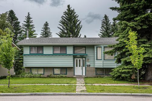 Sweethome in Brentwood Calgary