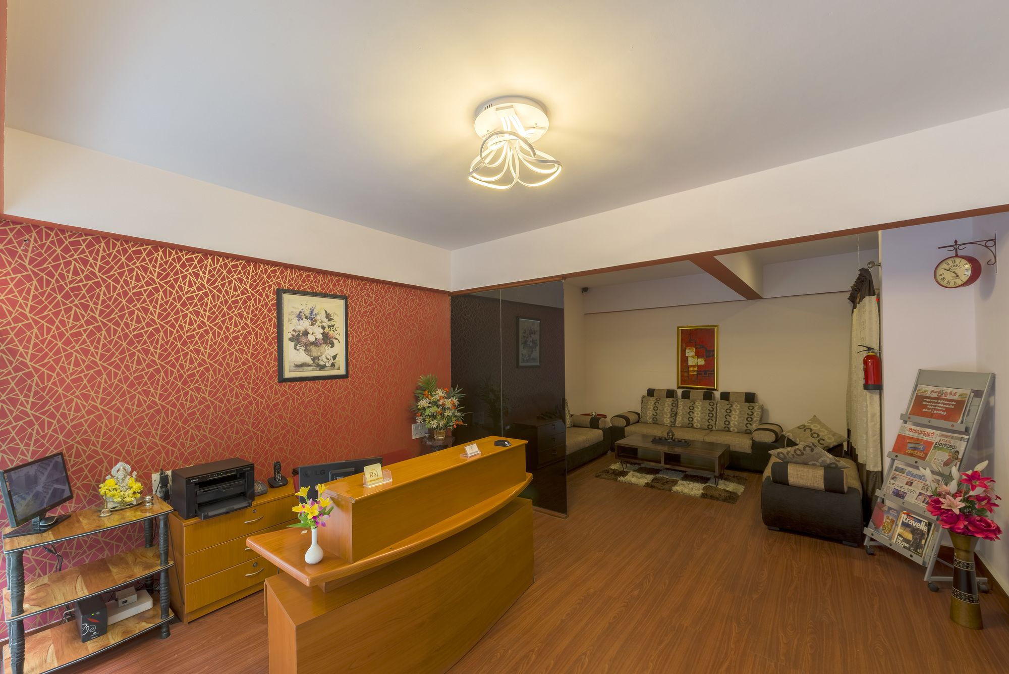 Hotel Raj Comforts Golf View