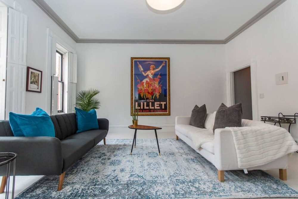 Rittenhouse Gem One Bedroom w Patio and Parking