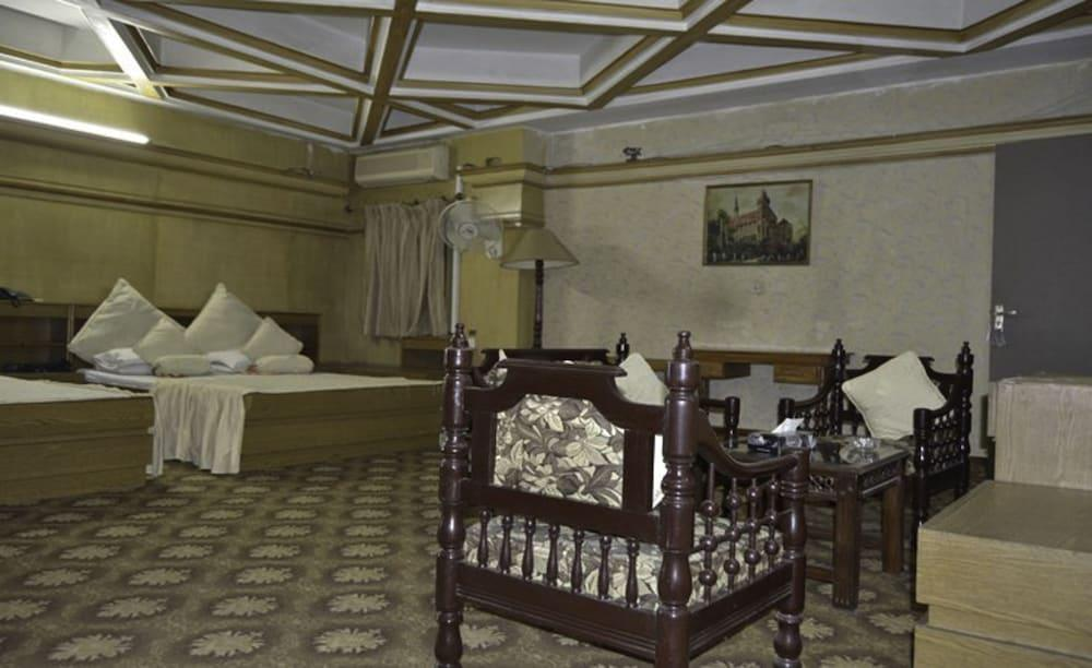 Gallery image of Sandal Bar Hotel