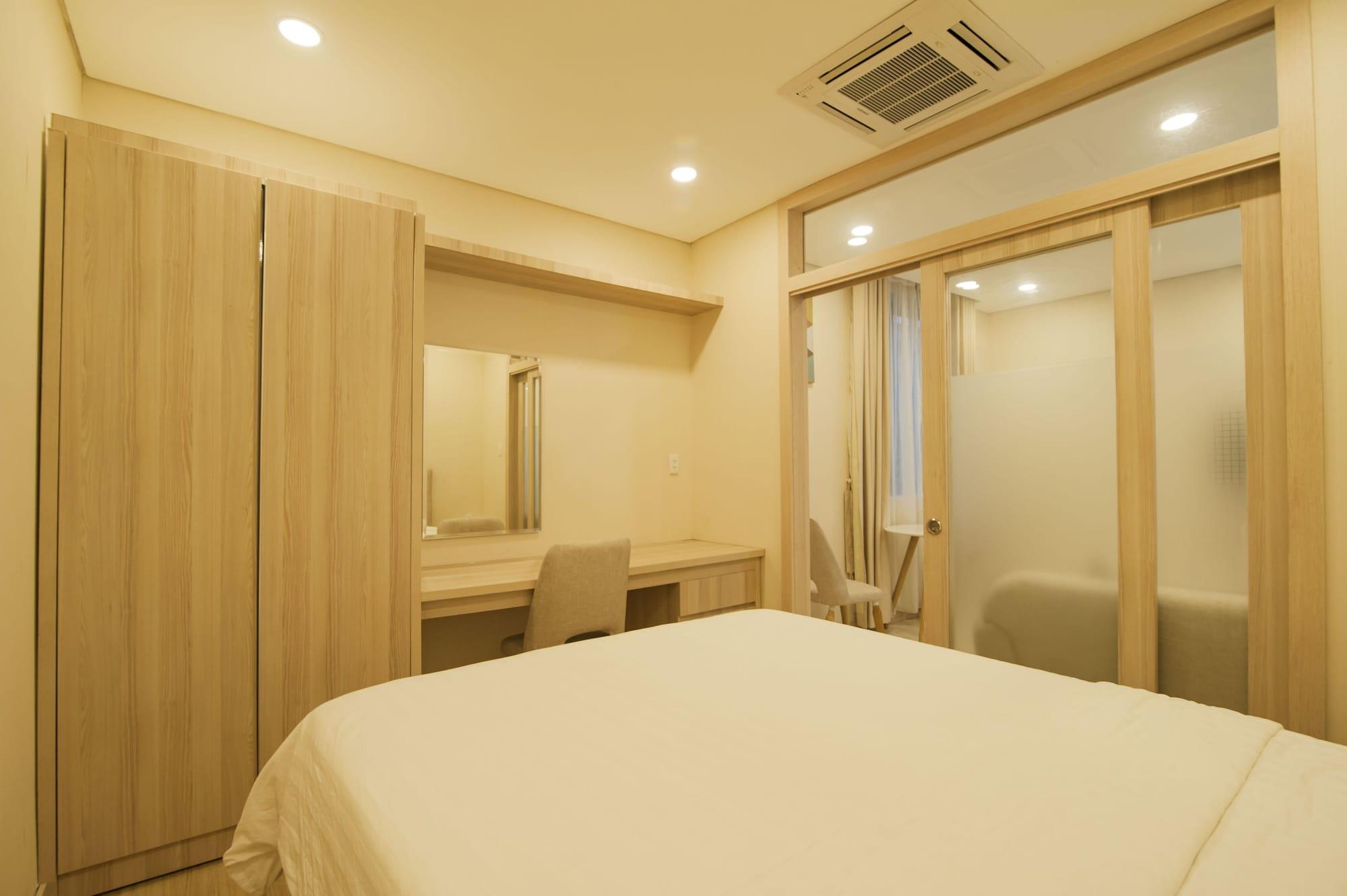 Golden Sands Service Apartment