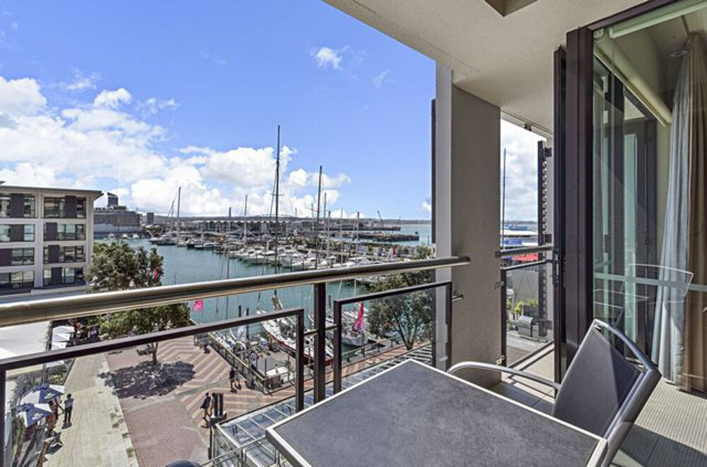 Zodiak's Viaduct Harbor 2 Bed Apartment