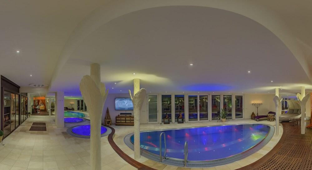 Suites & Spa Hotel