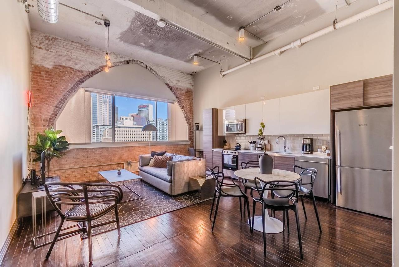 Live at a hip 1 bdrm Loft in the Heart of Dallas