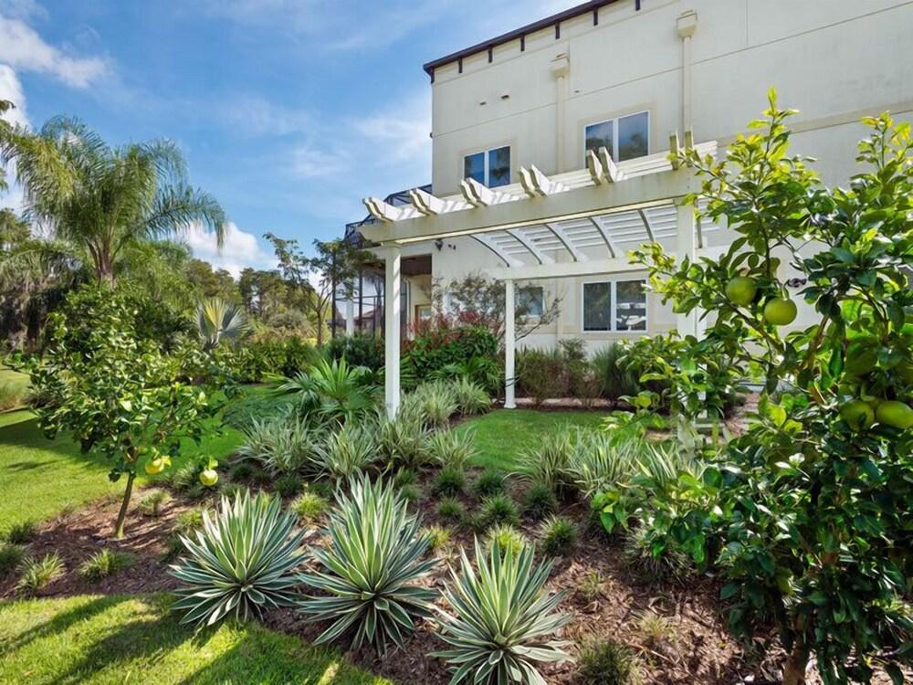 Ov3978 Formosa Gardens 7 Bed 7.5 Baths Villa
