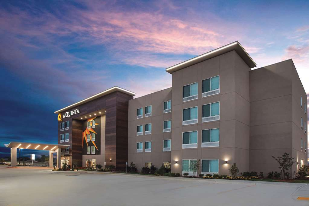 La Quinta Inn & Suites by Wyndham Raleigh Downtown North