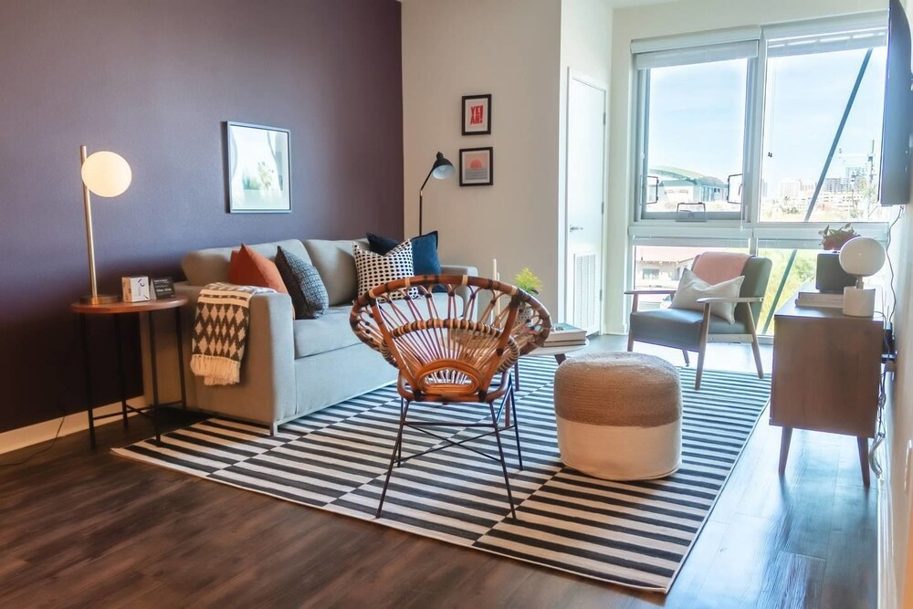 Expansive 2br Downtown Apt 5min From Phx Airport