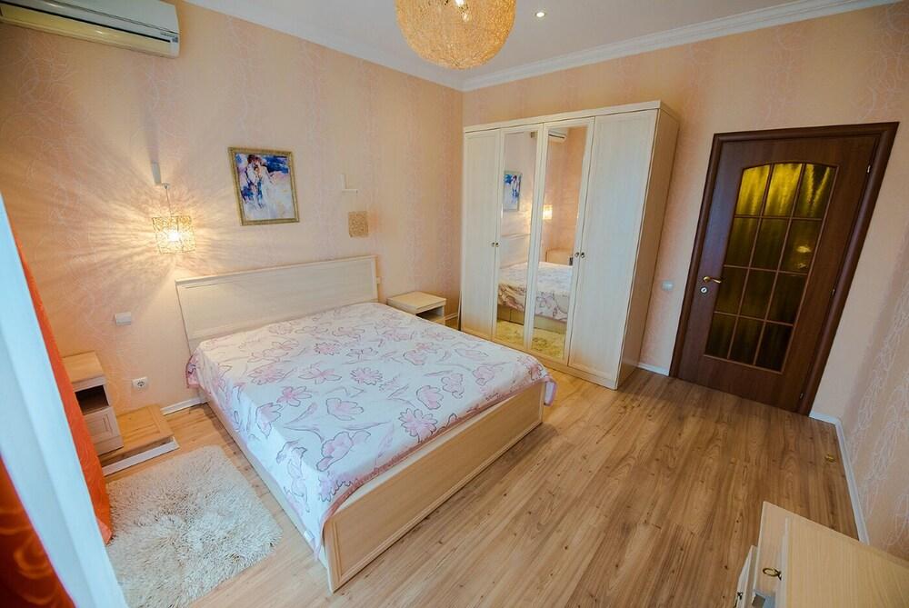 Apartment on Shevchenko 9 8