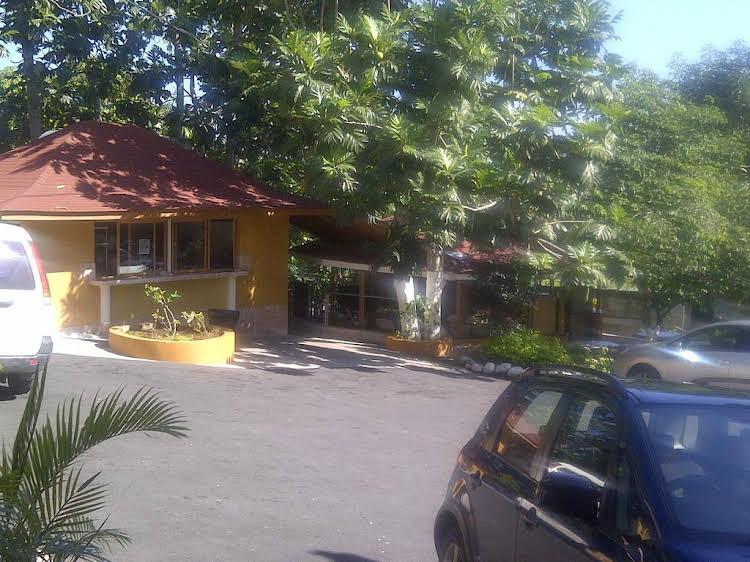 Palm Bay Guest House & Restaurant