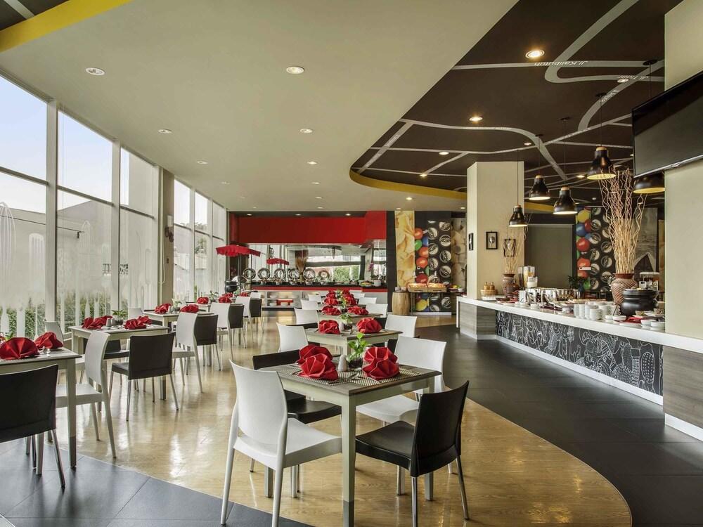 Gallery image of ibis Surabaya City Center