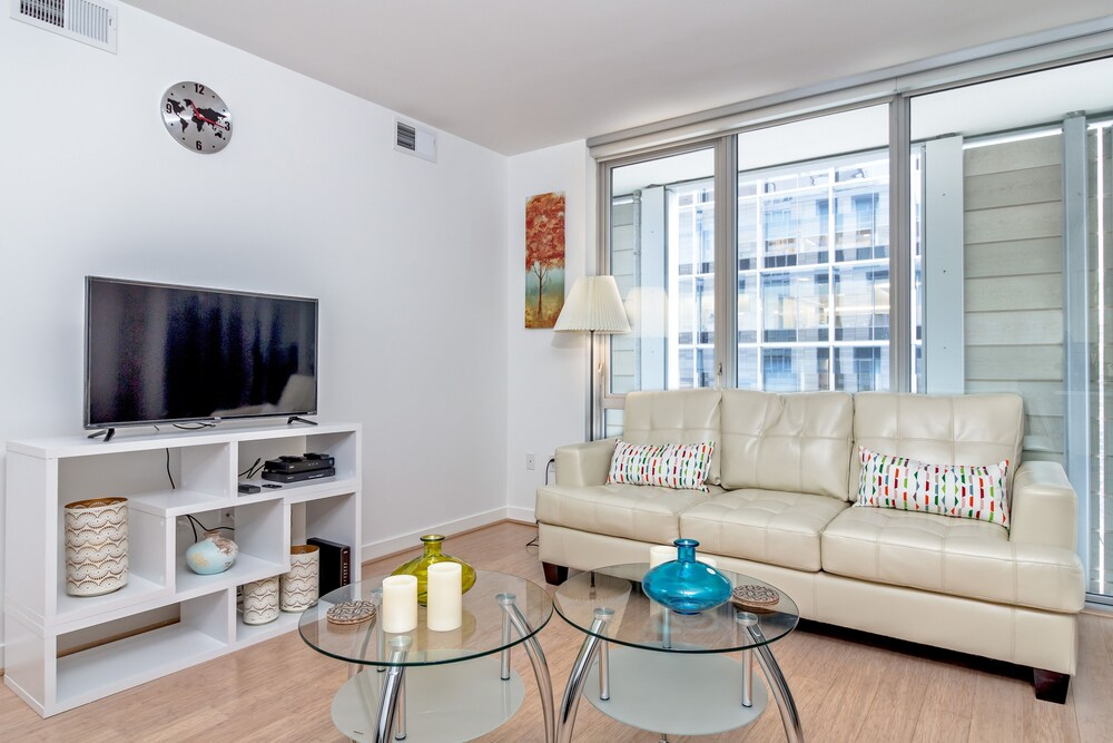 Downtown LA Fully Furnished Apartment