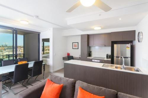Keeping Cool on Connor Executive 2BR Fortitude Valley apartment with pool and views