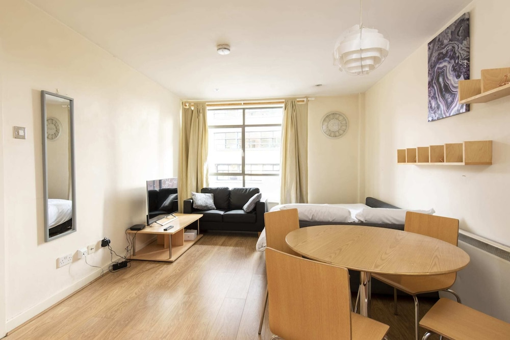 Cosy apartment in Deansgate sleeps 4
