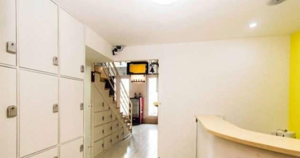 Gallery image of Hansha Capsule Theme Hotel