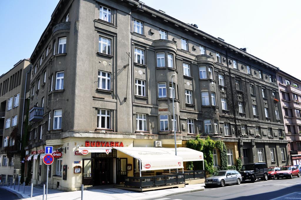 Modern Sanctuary In Hip Area Near Prague Old Town
