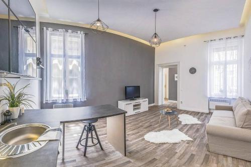 Thyme Apartment