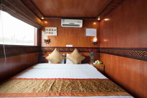 Gallery image of Halong Golden Bay Legend Cruise