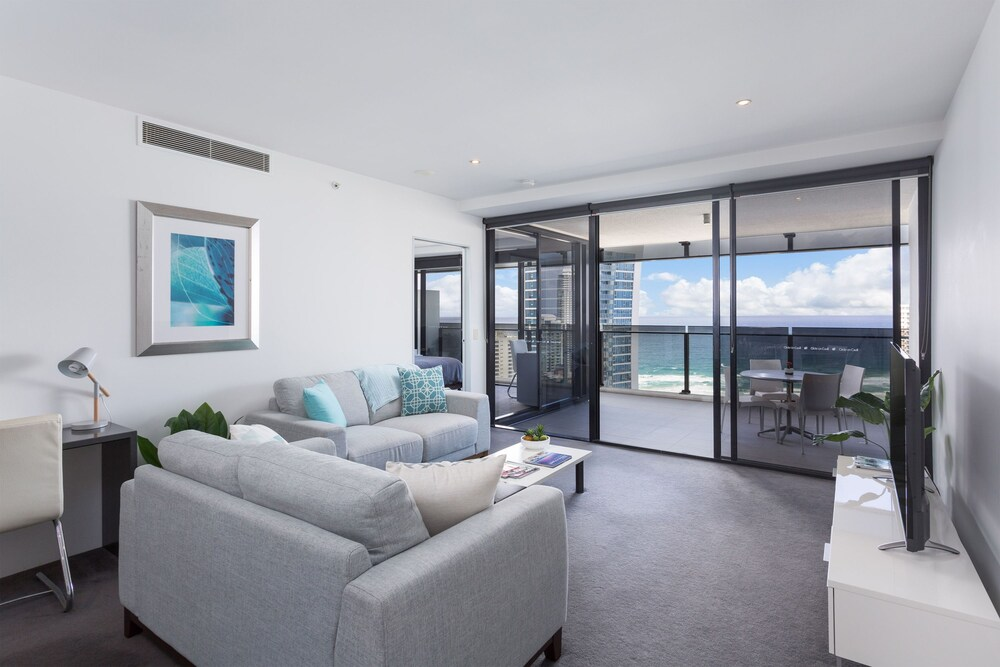 Surfers Paradise Central. Luxury 2 Bedroom Seaview Spa Apartment Sealuxe