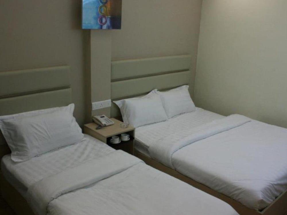 Oyo 89837 Hotel Ocean 77