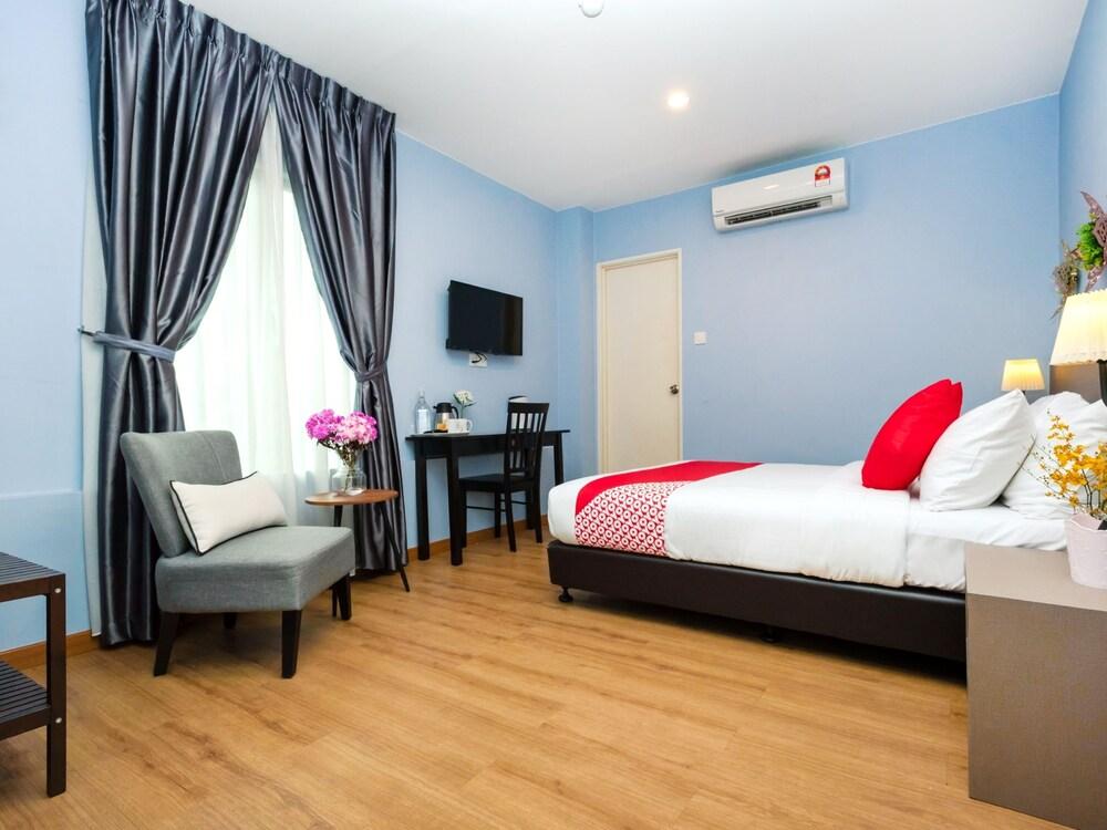 Gallery image of Oyo 490 Dk Hotel