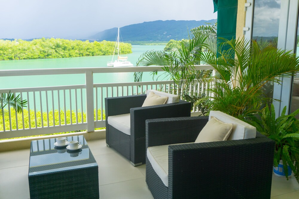 Penthouse By The Sea 3BD Apartment OLR
