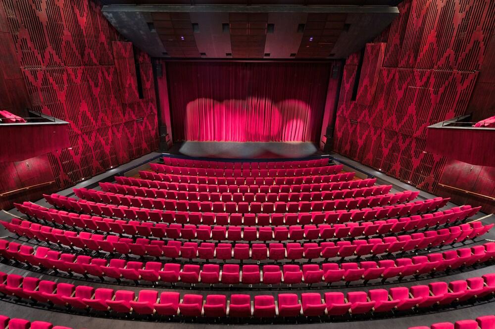 Gallery image of Van der Valk Theaterhotel Almelo