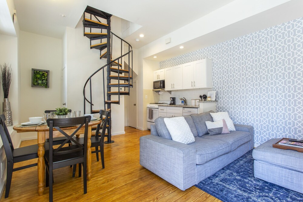 Charming 2 Bd Steps Away From Center City