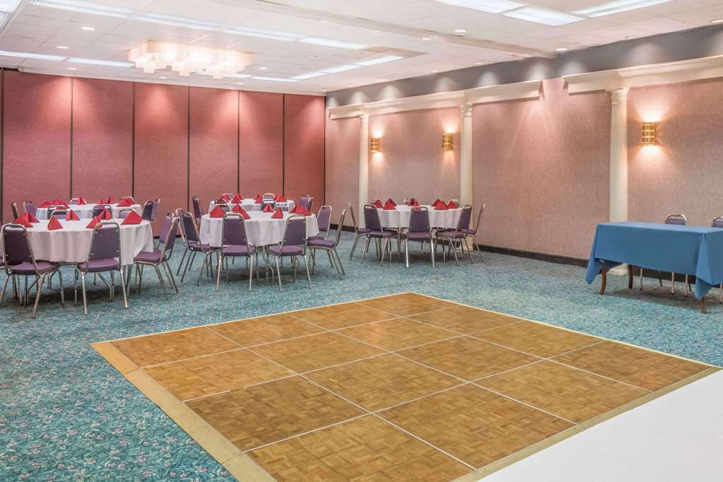 Gallery image of Howard Johnson Hotel & Conference Center by Wyndham Salem