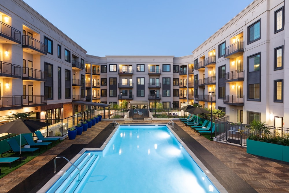 Global Luxury Suites In Campbell