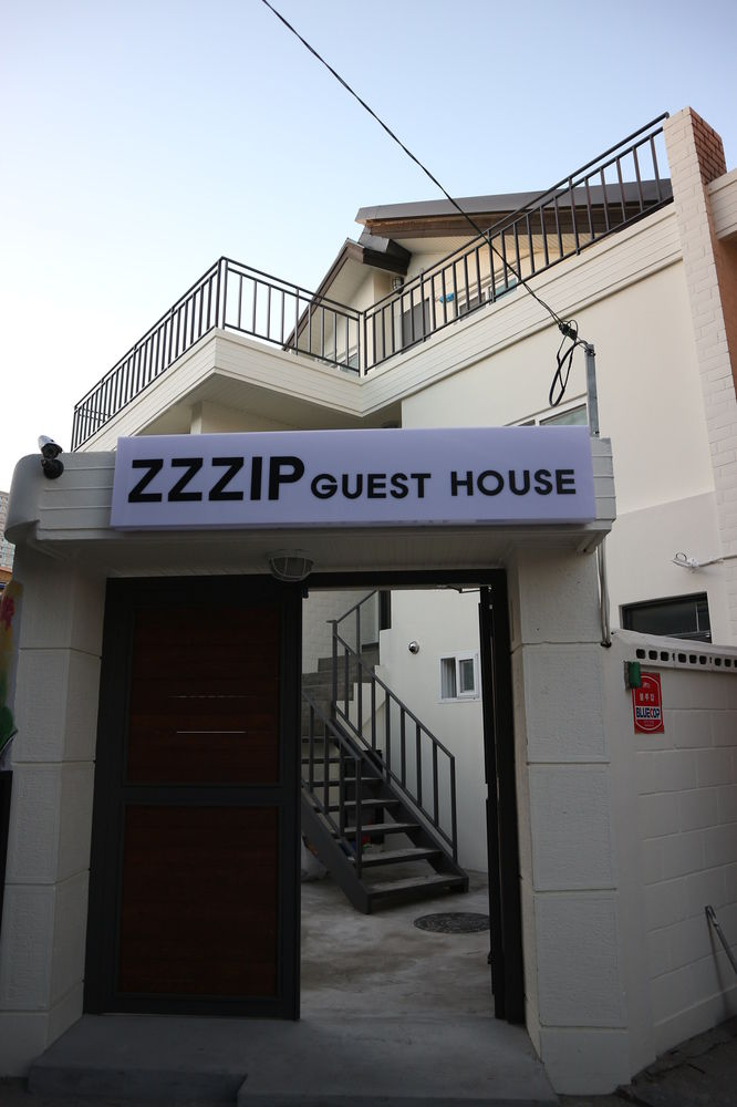 Zzzip Guest House