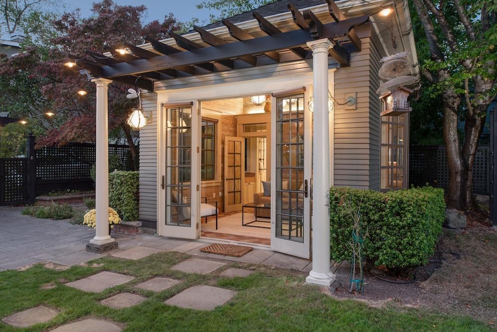 the Carriage House Luxury Studio W Loft Studio Bedroom Cottage