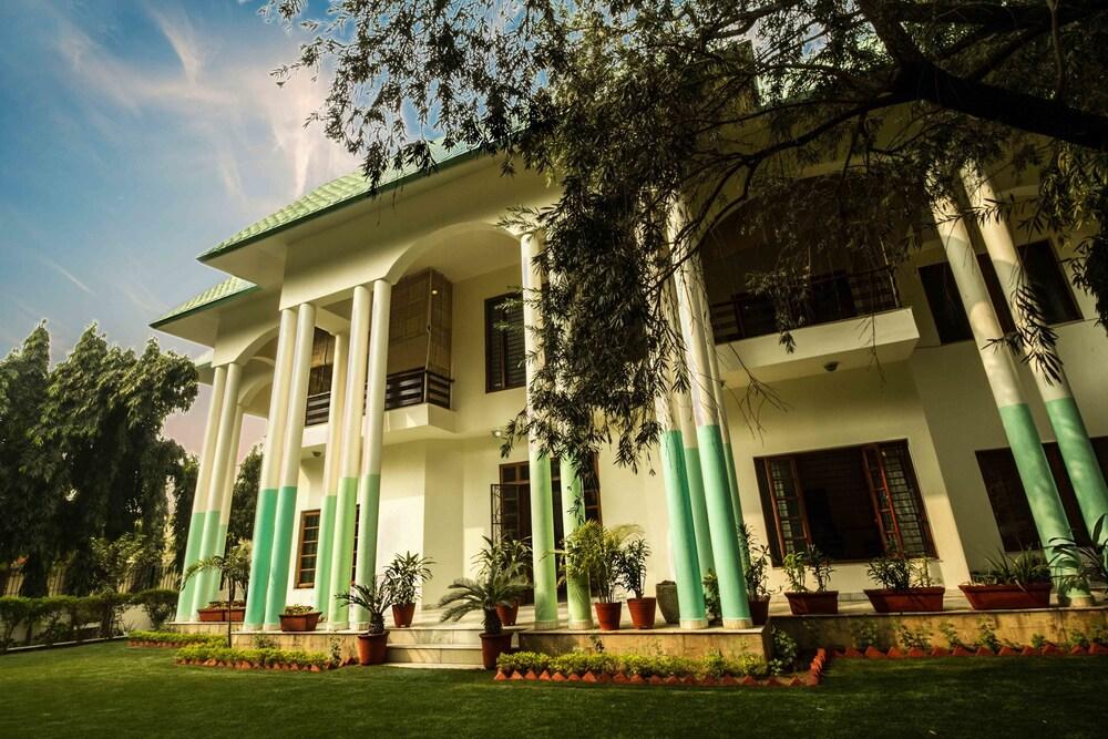 Anara Homes and Villas Sanik Farm
