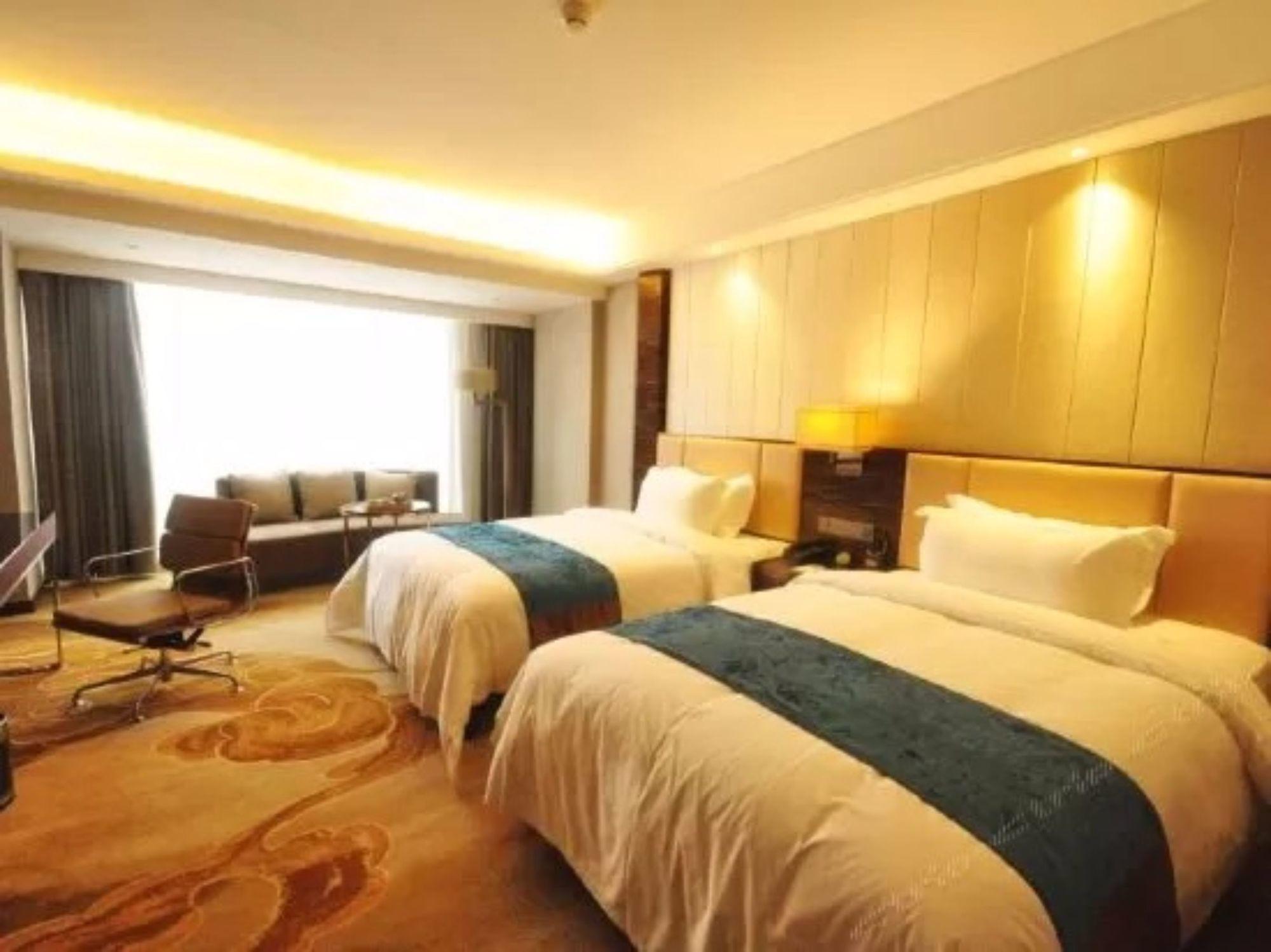 Ease World Hotel