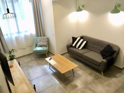 Serene modern home in the heart of Tel Aviv
