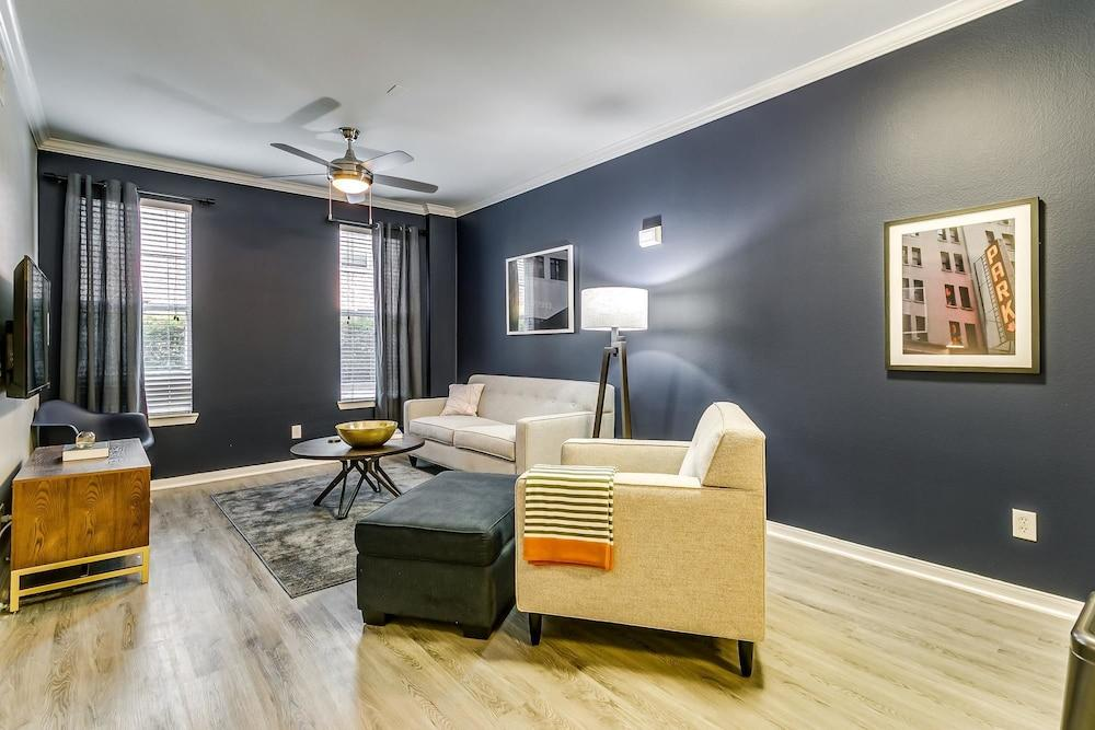 Comfy 1br 1ba Resort style Pool Downtown
