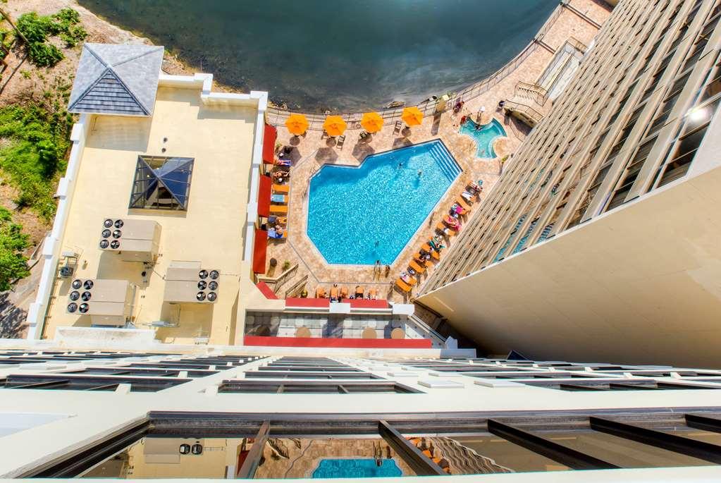 Gallery image of Ramada Plaza Resort & Suites by Wyndham Orlando Intl Drive
