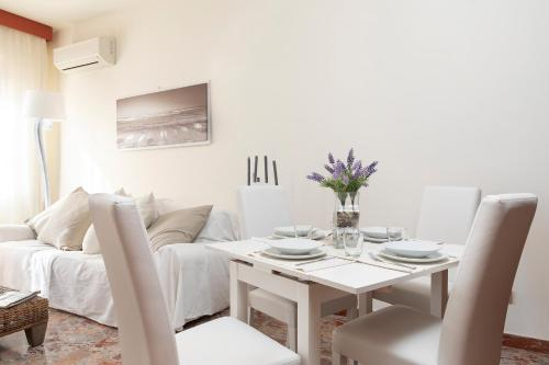 Anagnino White Home