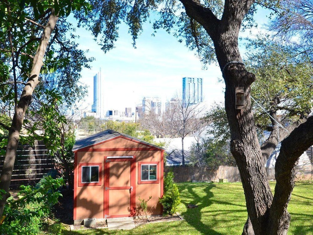2BR Chill Ville With A View by RedAwning