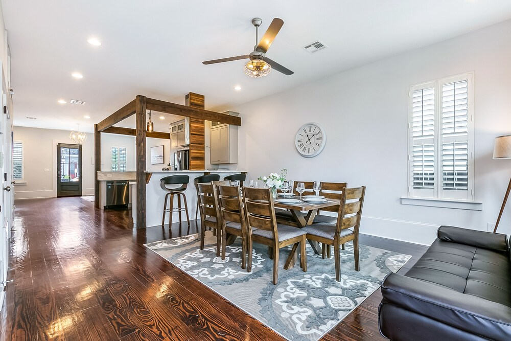 Luxury 3BR Townhouse close to FQ & City Hot Spots
