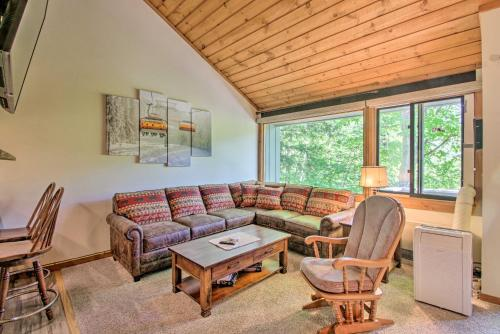 Cozy Loon Condo with Mountain View and Amenities