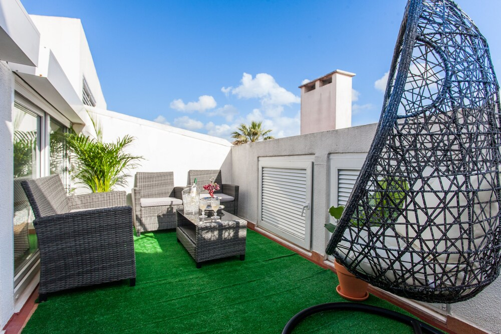 Liberty Penthouse Three Bedroom Apartment by LU Holidays