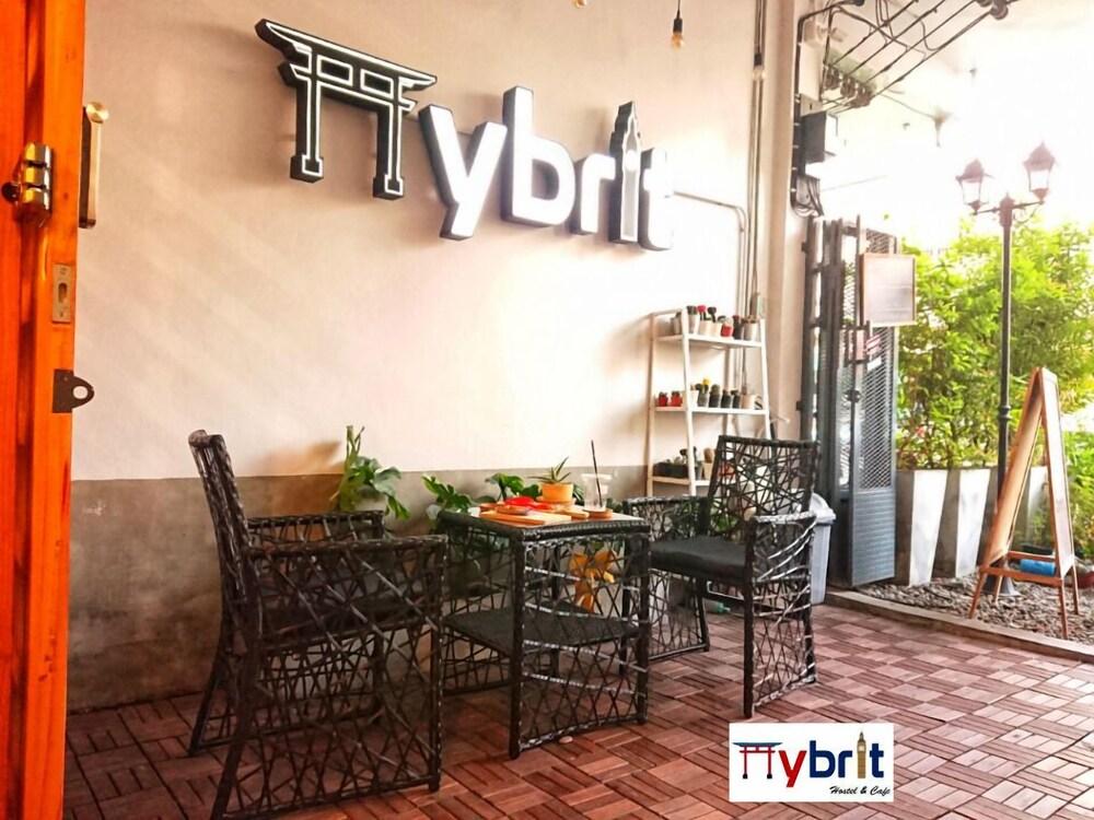 Hybrit Hostel & Cafe