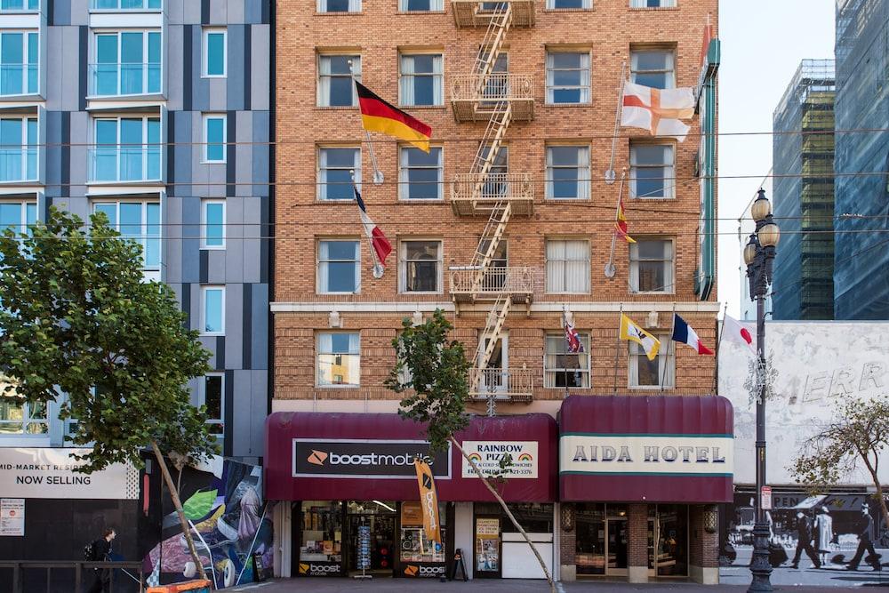 Aida Plaza Hotel