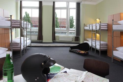 Industriepalast Hostel & Hotel (ایندوستریپالاست هاستل و هتل)