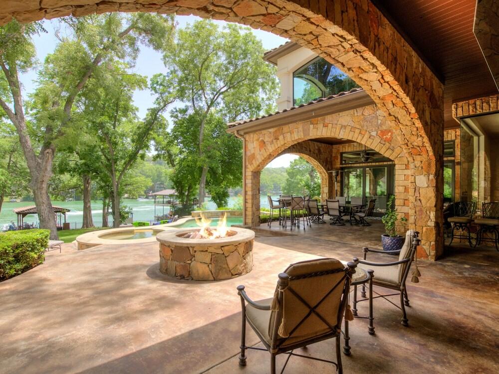 The Above Casa Tranquility Lake Austin Estate