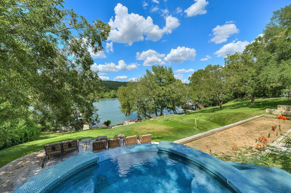 The Arrive Bungalow On Lake Austin 3 Bedroom Home